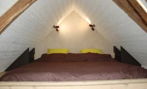 Une chambre d 39 h tes au bord du lac de guerl dan - Lit mezzanine sous pente ...